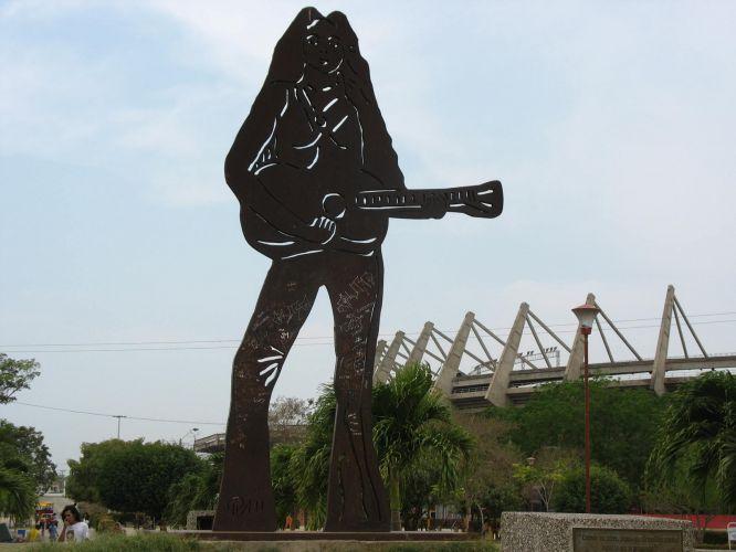 Natural de Barranquilla, na Colômbia, cantora ganhou uma homenagem de sua cidade-natal com uma estátua gigante