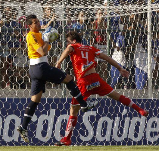 Fábio, goleiro do Cruzeiro, não conseguiu evitar o primeiro gol do Guarani, mas depois viu sua equipe virar a partida e golear por 4 a 1, em Sete Lagoas.