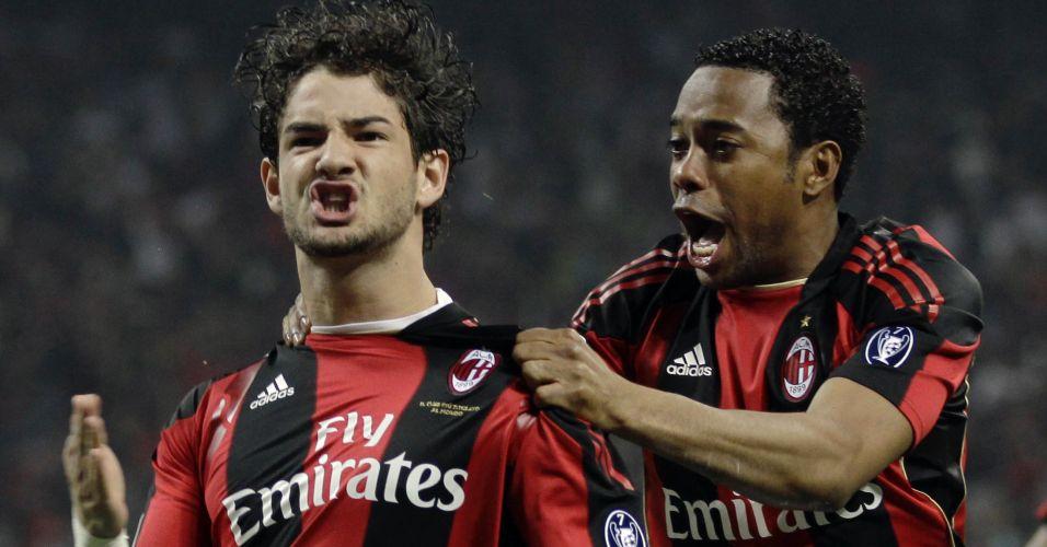 Alexandre Pato e Robinho comemoram gol do Milan no clássico contra a Inter de Milão pelo Campeonato Italiano