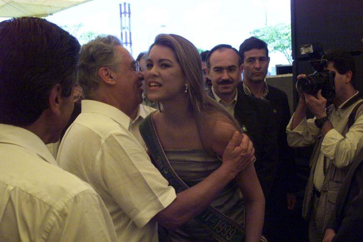 Em 1999, logo após ganhar o concurso de Miss Brasil, Renata Fan foi pedir apoio do ex-presidente Fernando Henrique Cardoso para obras sociais no Rio Grande do Sul