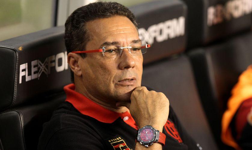 Luxemburgo observa lance em Flamengo 2 x 0 Botafogo