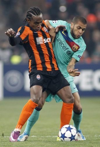 Willian, ex-Corinthians,  marcado pelo compatriota Daniel Alves. Shakhtar Donetsk joga em casa contra a vantagem do Barcelona, que venceu por 5 a 1 o primeiro duelo das quartas de final da Liga dos Campees
