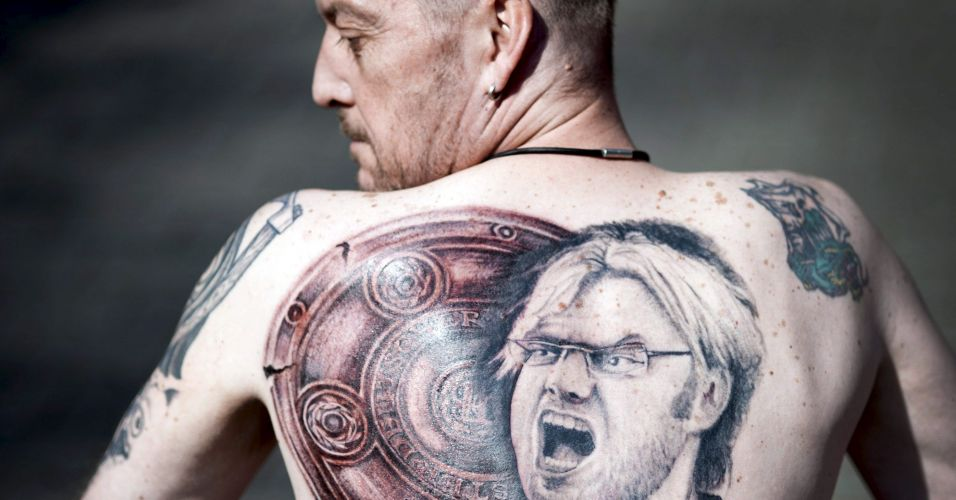 Um torcedor alemo tatuou o tcnico do Borussia Dortmund, Juergen Klopp, nas costas
