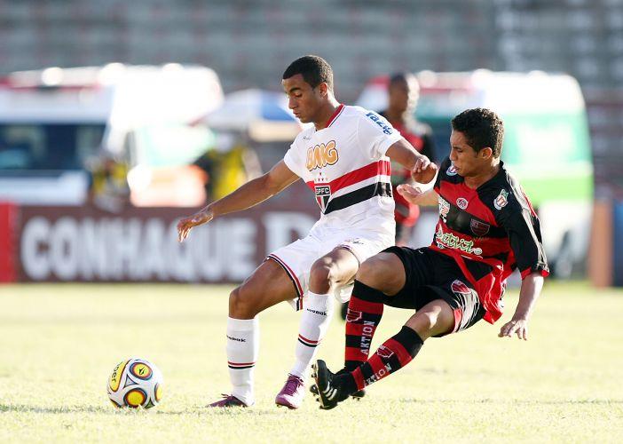 Lucas é marcado por rival do Oeste, time que saiu na frente contra o São Paulo; gol de Henrique garantiu o empate e a ponta na primeira fase