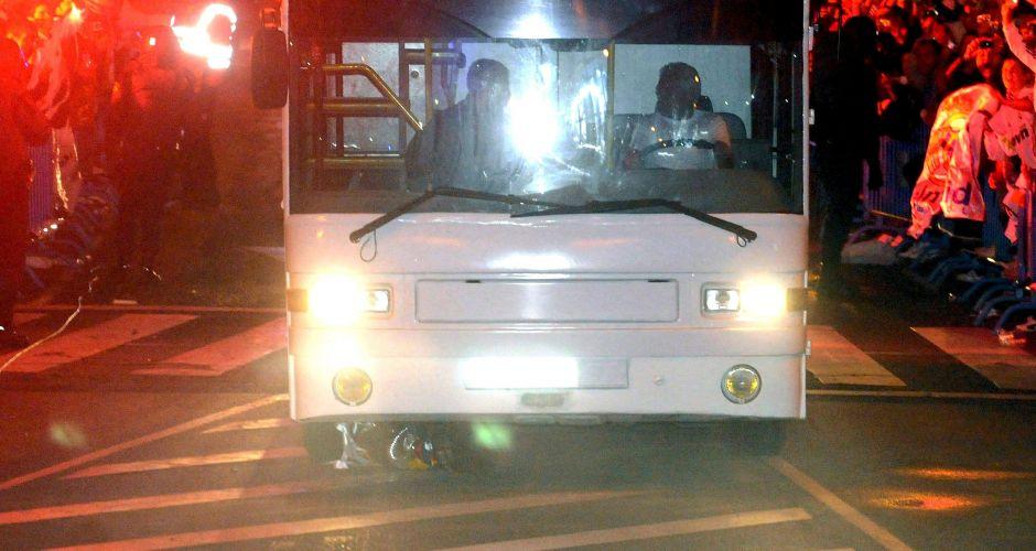 Na comemoração pela conquista do título da Copa do Rei, Sergio Ramos não conseguiu segurar o troféu e o deixou cair do alto do ônibus que transportava os jogadores do Real Madrid. Veículo