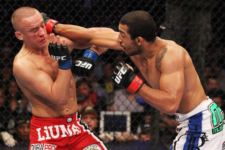 José Aldo desfere golpe contra o canadense Mark Hominick