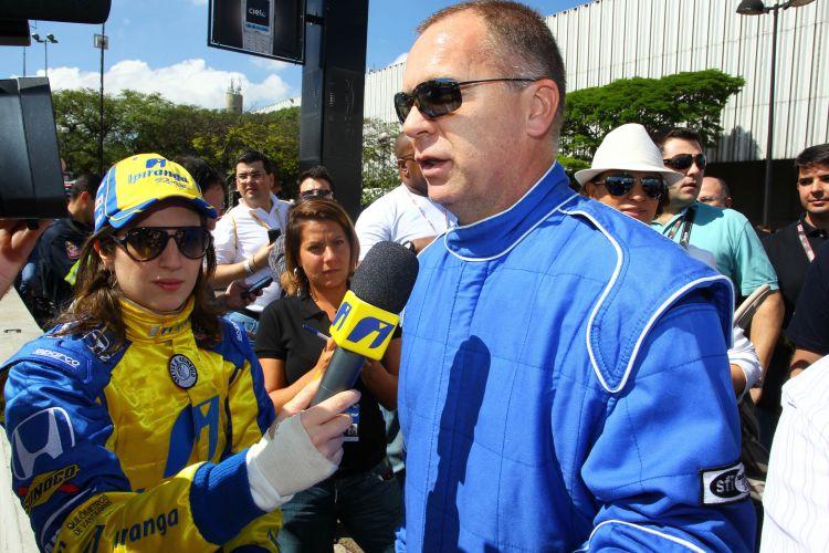O técnico da seleção brasileira, Mano Menezes, marcou presença no intervalo dos treinos para a prova da Indy em São Paulo
