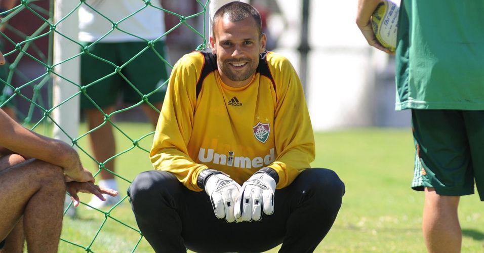 Contratado para resolver a falta de um goleiro confiável para a Libertadores, Diego Cavalieri decepcionou no Fluminense. Com atuações irregulares, foi tido pela torcida como um dos responsáveis pelo péssimo início da equipe no torneio continental e foi parar na reserva do contestado Ricardo Berna