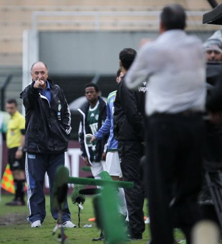 Luiz Felipe Scolari e Tite batem boca  beira do gramado; tcnico palmeirense acabou expulso no clssico Palmeiras e Corinthians