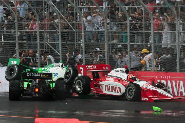 Kanaan, Castroneves e Danica Patrick perderam controle de seus carros logo após largada conturbada de etapa da Fórmula Indy