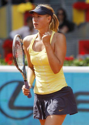 Maria Sharapova comemora após conquistar ponto. Tenista russa derrotou a compatriota Ekaterina Makarova por 2 sets a 1 (parciais de 6-3, 3-6 e 6-1) e avançou para a terceira rodada do Torneio de Madri