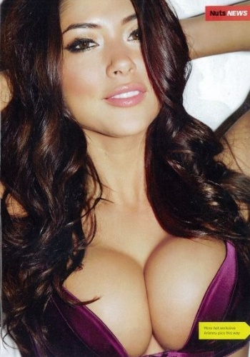 Arianny Celeste, ring girl do UFC, posa em ensaio sensual para a revista britnica Nuts