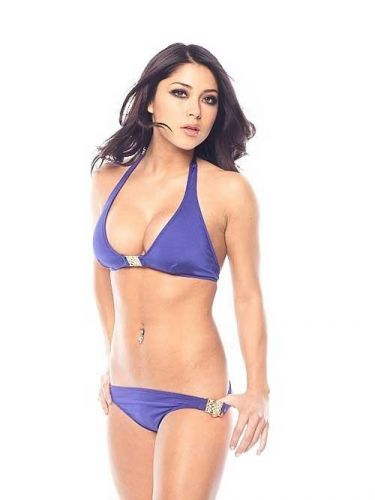 Arianny Celeste  ring girl do UFC desde 2006 e costuma ser uma das principais atraes dos eventos em que marca presena, como lutas, coletivas e pesagens