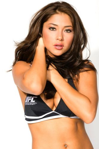 Arianny Celeste, alm de ring girl do UFC,  modelo e aparece bastante em ensaios sensuais para diversos veculos revistas e sites
