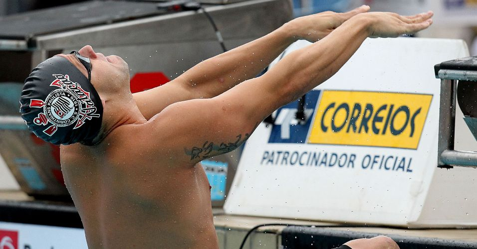 Thiago Pereira conquistou duas medalhas de ouro no Maria Lenk, nos 200m peito (2min10s76) e nos 200m costas, alm de confirmar mais dois ndices para o Mundial de Xangai, neste ano, nessas provas