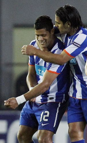 O brasileiro Hulk vibra após marcar gol contra o Vilarreal pela segunda partida da semifinal da Liga Europa