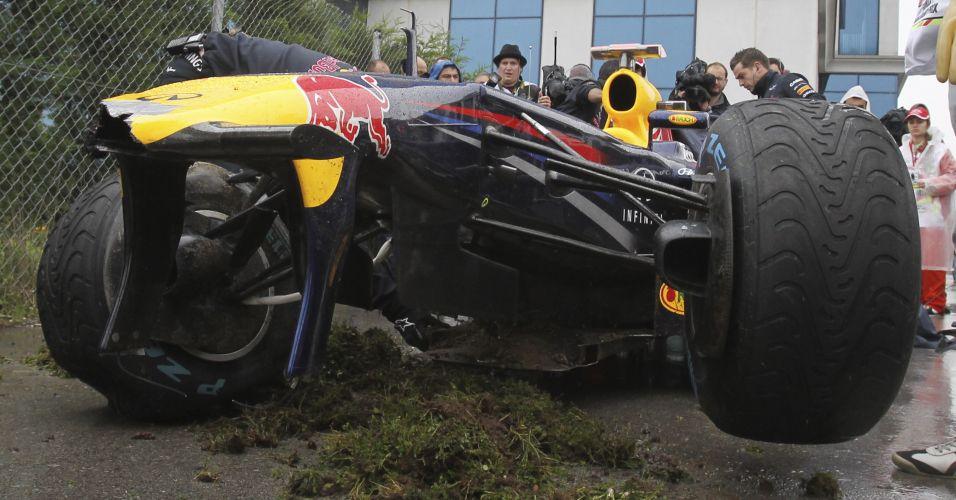 Sebastian Vettel, piloto da Red Bull, destrói o carro ao sofrer acidente nos treinos livres para o GP da Turquia de Fórmula 1