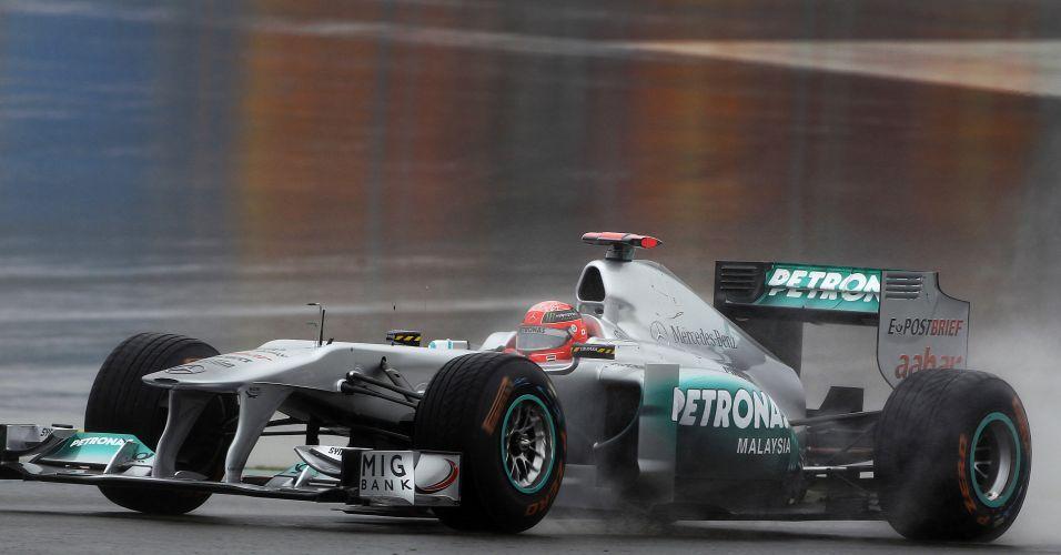 Alemão Michael Schumacher corre nos treinos livres para o GP da Turquia; piloto da Mercedes foi o quarto mais rápido do dia