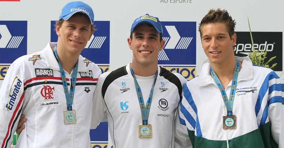 Cesar Cielo (e) do Flamengo, Bruno Fratus (c) representando o Pinheiris e Marcos Macedo (d), nadador do São Caetano, faturam as medalhas nos 100m.
