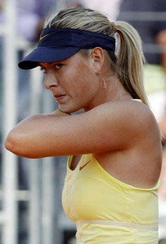 Uma das musas do tênis, a russa Maria Sharapova, faz cara séria na disputa do Masters 1000 de Roma