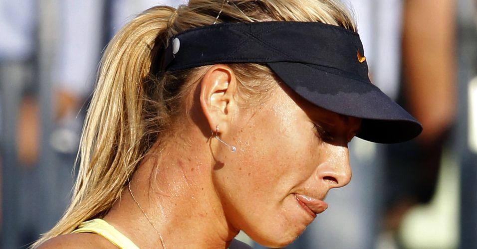 A russa Maria Sharapova em ação na partida contra a israelense Shahar Peer