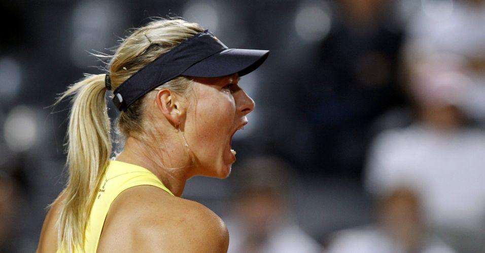 Maria Sharapova comemora ponto contra Victoria Azarenka