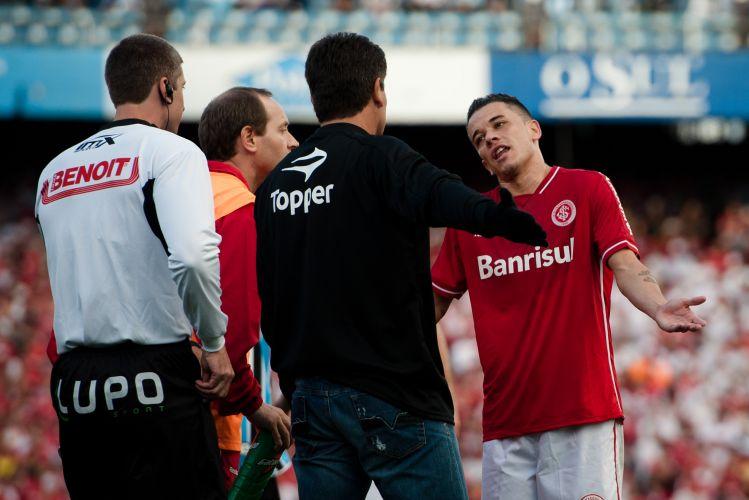 D'Alessandro, do Inter, discute com Renato Gaúcho, técnico do Grêmio, durante o Grenal que decide o Campeonato Gaúcho.