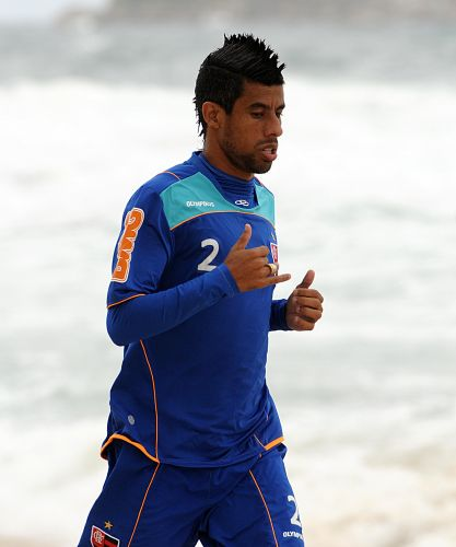 Léo Moura corre na areia da praia da Barra da Tijuca nesta segunda-feira.