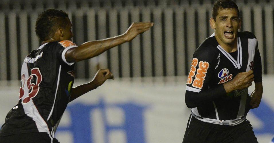 Diego Souza comemora ao marcar o gol de empate do Vasco contra o Avaí em São Januário