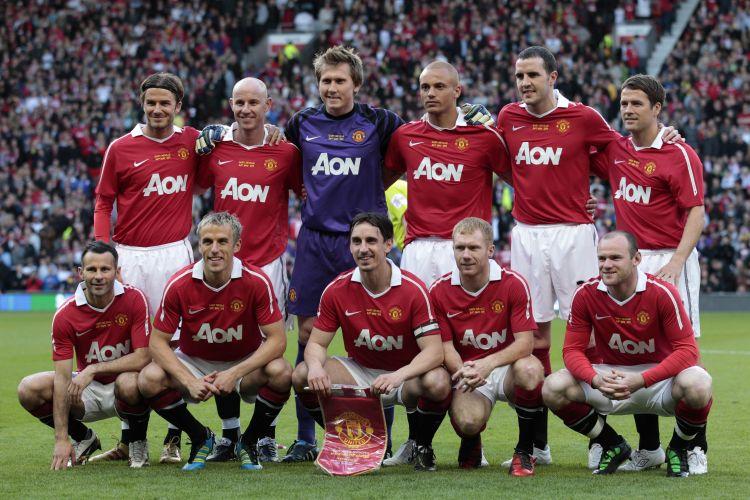 Escalação com velhos personagens do Manchester United para a despedida de Neville; a lista incluiu o astro David Beckham