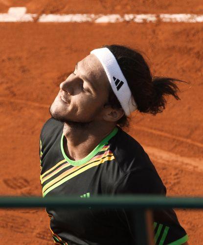 Depois de um começo de partida difícil e estar perdendo por 3-2 no primeiro set, Sharapova se recuperou e fez 10 games consecutivos, fechando a partida em 2 a 0, contra a croata Mirjana Lucic.
