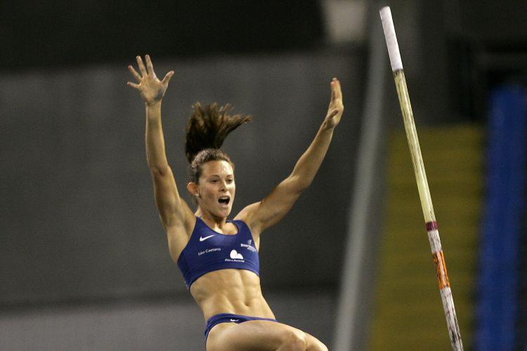Fabiana Murer comemora boa estreia na temporada outdoor.