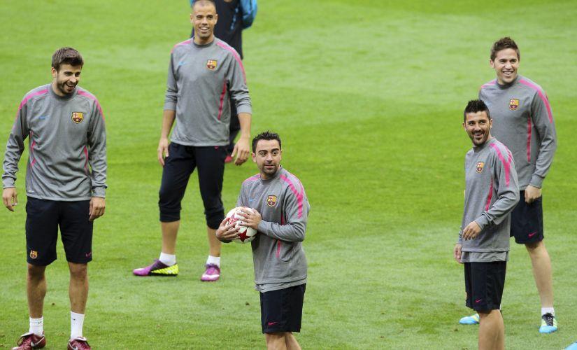 Jogadores do Barcelona em momento descontraído durante treino em Wembley
