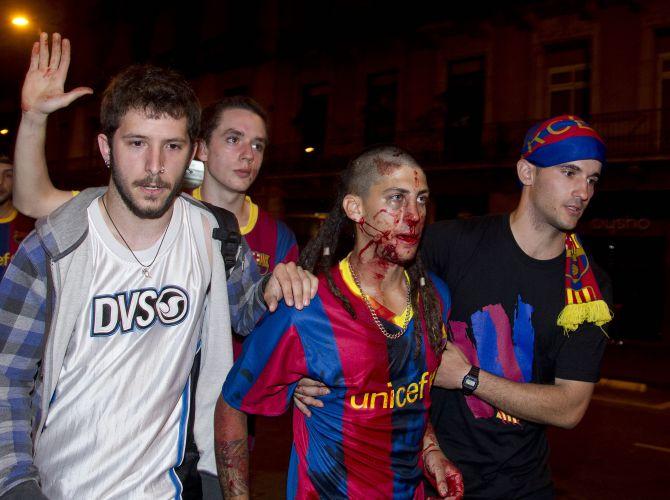 Em Barcelona, torcedores entraram em conflito com a Polícia na comemoração pelo título
