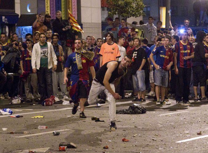 Torcedores catalães travaram batalha com a Polícia em Barcelona