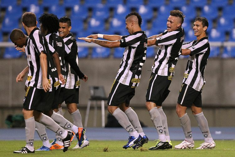 Fbio Ferreira marcou o gol do Botafogo e puxou a dana da comemorao