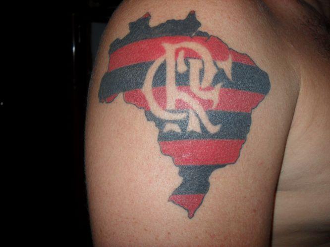 Gustavo do Amaral Pimenta Borges Ferreira da Gama tem Gama até no nome, e fez esta tatuagem em homenagem ao Vasco no dia em quie a equipe foi rebaixada para a série B.