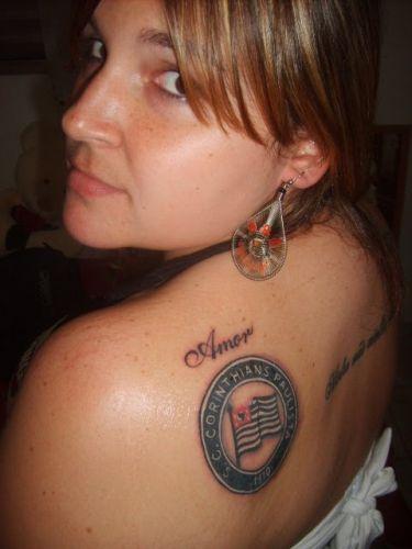 Vanda Maria Gomes fez a tatuagem quando o Corinthians foi rebaixado para a Série B do Campeonato Brasileiro
