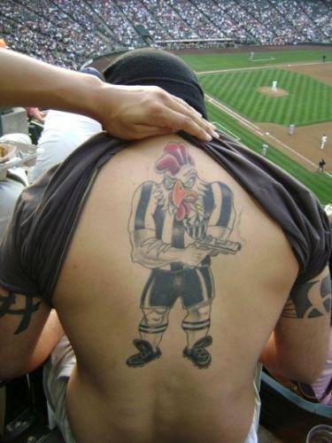 Thiago Messias de Miranda fez a tatuagem para homenagear o São Paulo em 2008, ano em que o time conquistou o tricampeonato brasileiro.