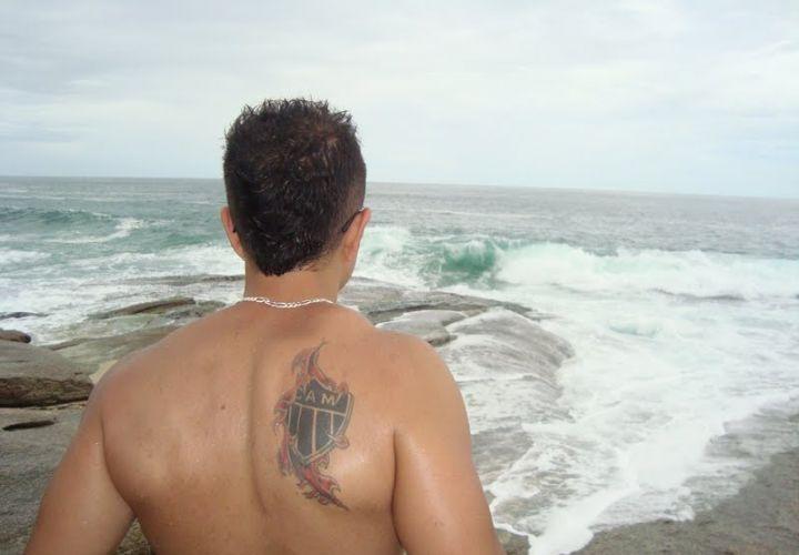 Karla Nascimento Henriques fez a tatuagem no ano de em 2009, quando tinha 16 anos