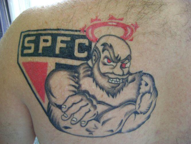 Willian Custódio França tatuou escudo retrô do Corinthians em homenagem ao centenário do clube no dia 1 de setembro de 2010