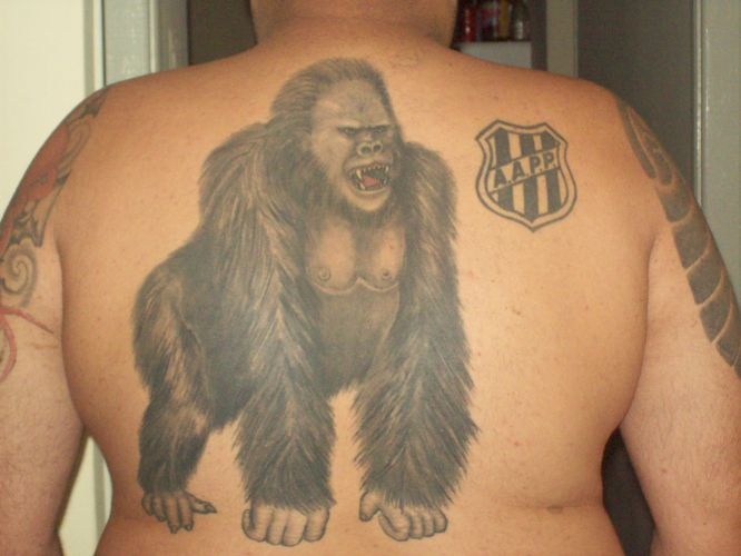 Norivaldo Ferreira Junior fez a tatuagem da mascote Macaca em 2004 para homenagear a Ponte Preta