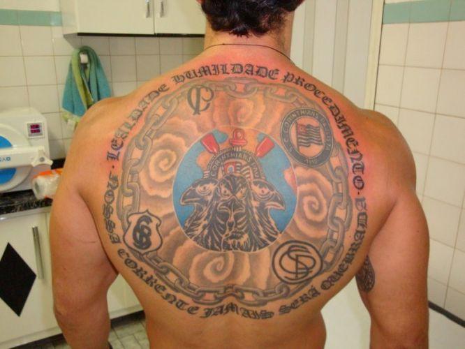 Thiago Fernando dos Santos fez sua tatuagem com os escudos e o mascote do Corinthians em março deste ano