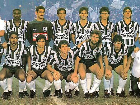 b465202faf Botafogo com a camisa de 1989  patrocínio toma boa parte da camisa do clube  Reprodução Mais ...
