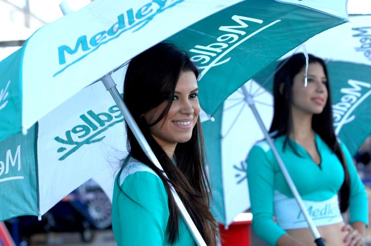 Modelos embelezam o paddock da Stock Car, em Campo Grande