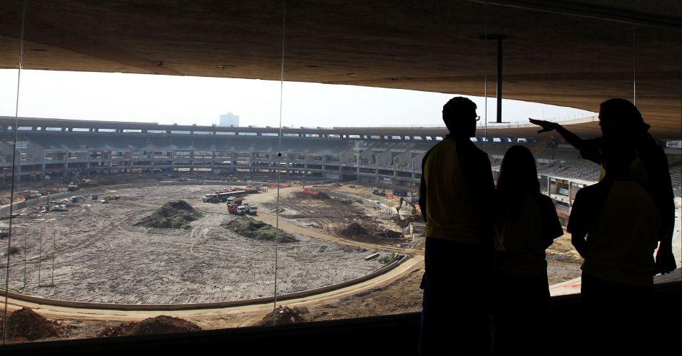 Os visitantes pagam R$ 10 para ver o estádio de cima, mas a vista não é muito atraente