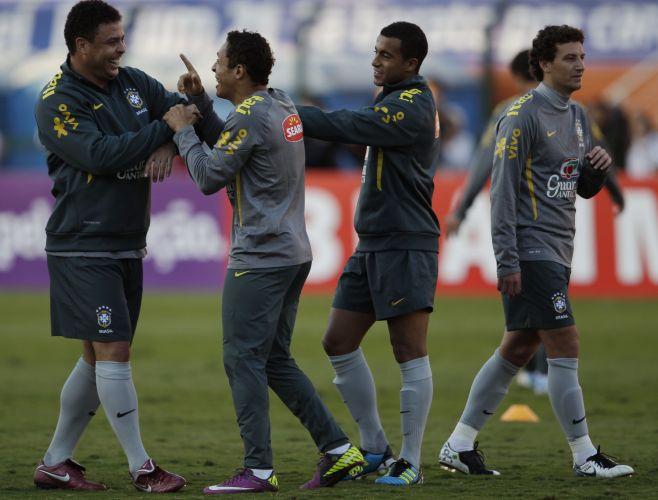 Ronaldo participa de seu último treino com a seleção, antes da despedida desta terça