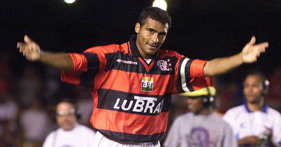 Em 1999, Romário era ídolo flamenguista e camisa tinha gola em V e patrocínio no meio