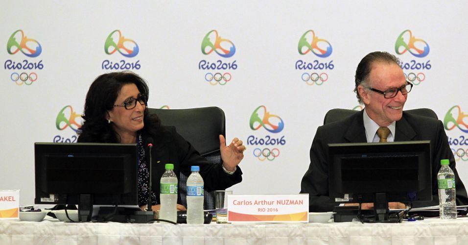 Animados, Nawal El Moutawake e Carlos Nuzman soriem durante evento no Rio de Janeiro