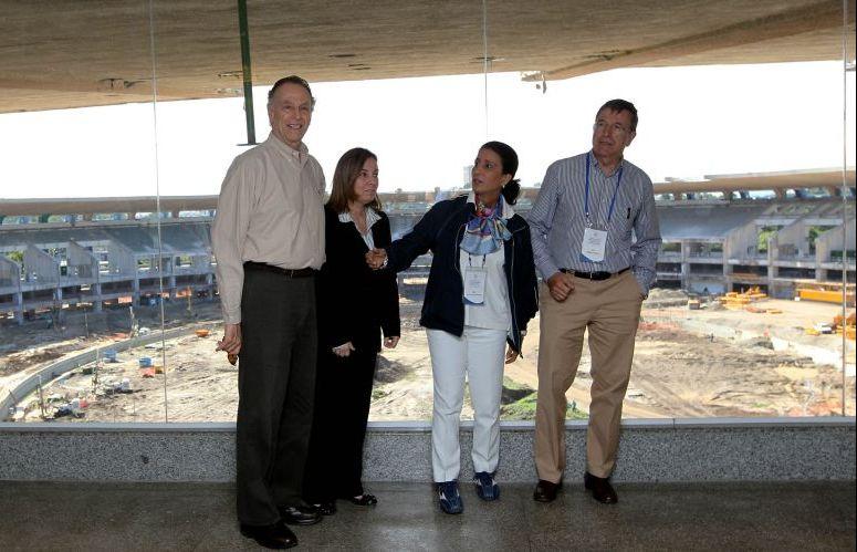 Sorridente, Nuzman comandou a visita pelo Maracanã